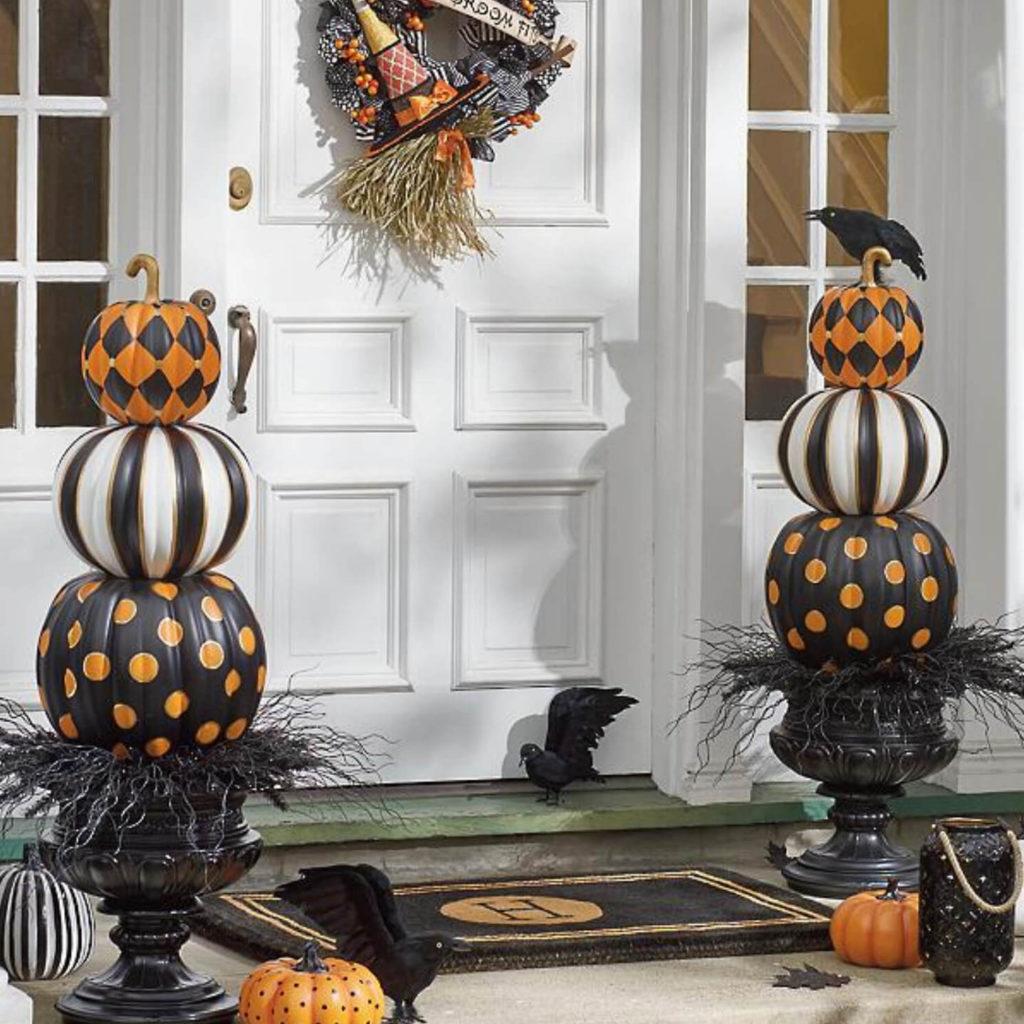 Как украсить дом на Хэллоуин: идеи на фото