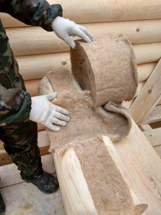 Утепление дома из бруса: межвенцовый материал для теплоизоляции изнутри