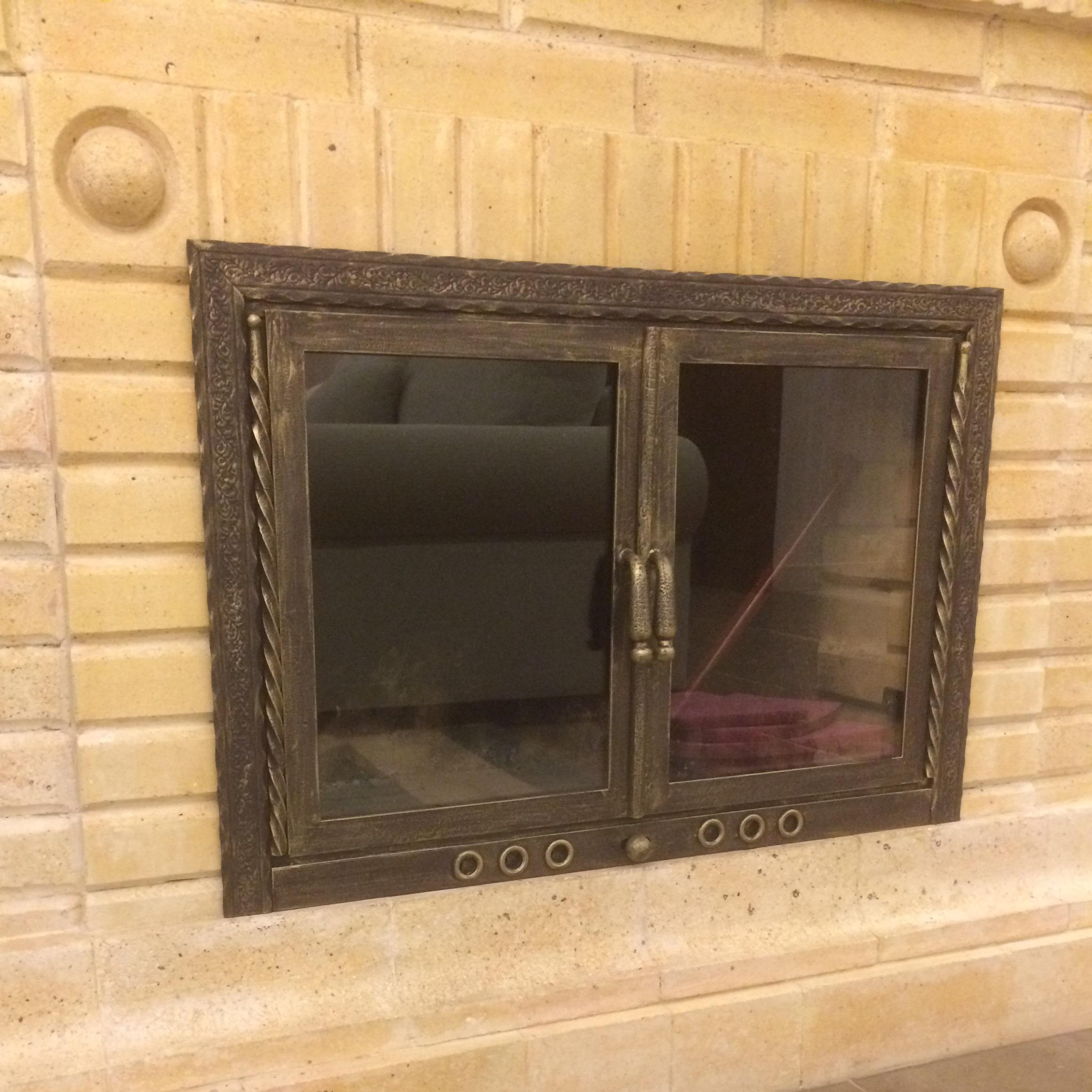 Дверцы для каминов и печей со стеклом: виды и особенности