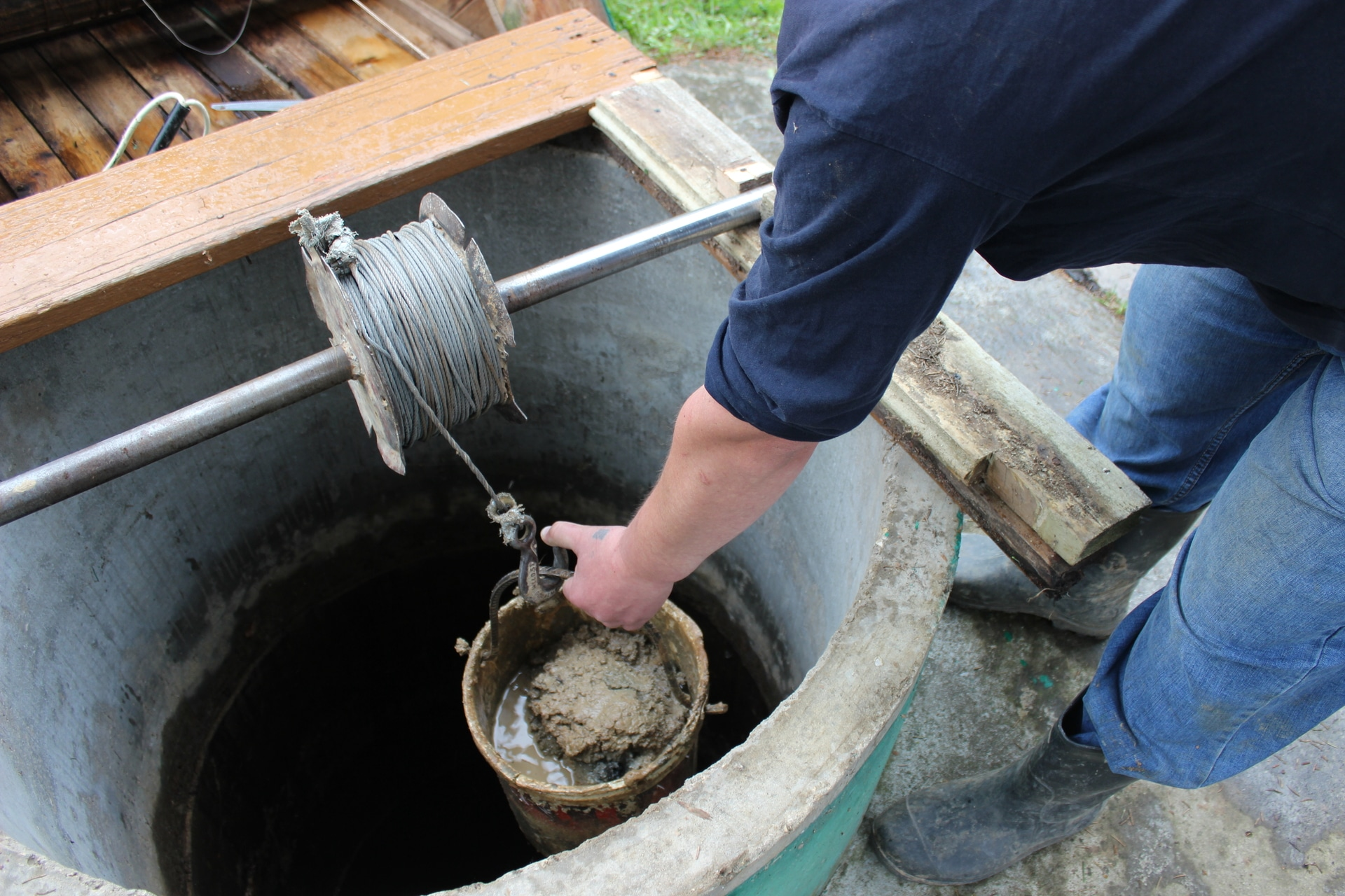 Как очистить колодец самостоятельно: пошаговая процедура очистки