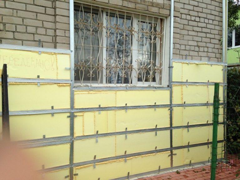 Выбираем оптимальный утеплитель для деревянного дома под сайдинг