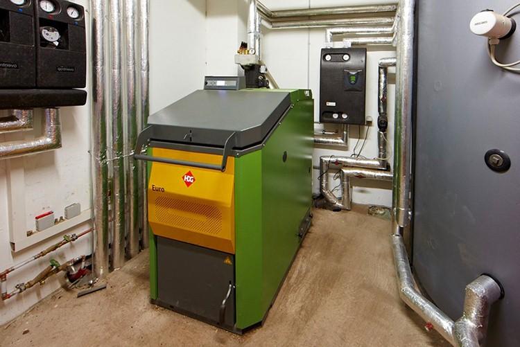 Котлы комбинированные отопления частного дома, газ, дрова и электричество, напольные виды, чугунные водогрейные на твердом и смешанном топливе
