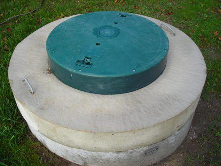Как утеплить колодец из бетонных колец — хозяину на заметку