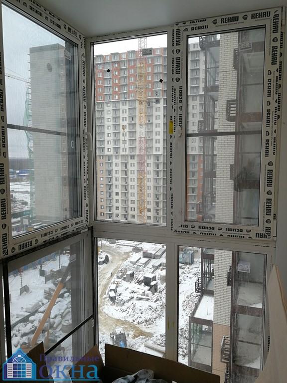 Современный дизайн панорамного балкона