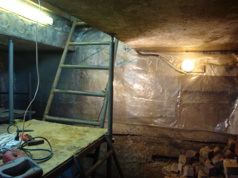 Как утеплить погреб и крышку погреба в гараже