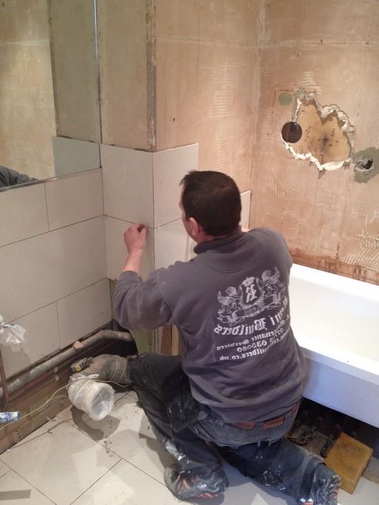 Ремонт кафельной плитки в ванной. варианты обновления плитки ( наклейки, покраска не снимая, декор своими руками ) в ванной