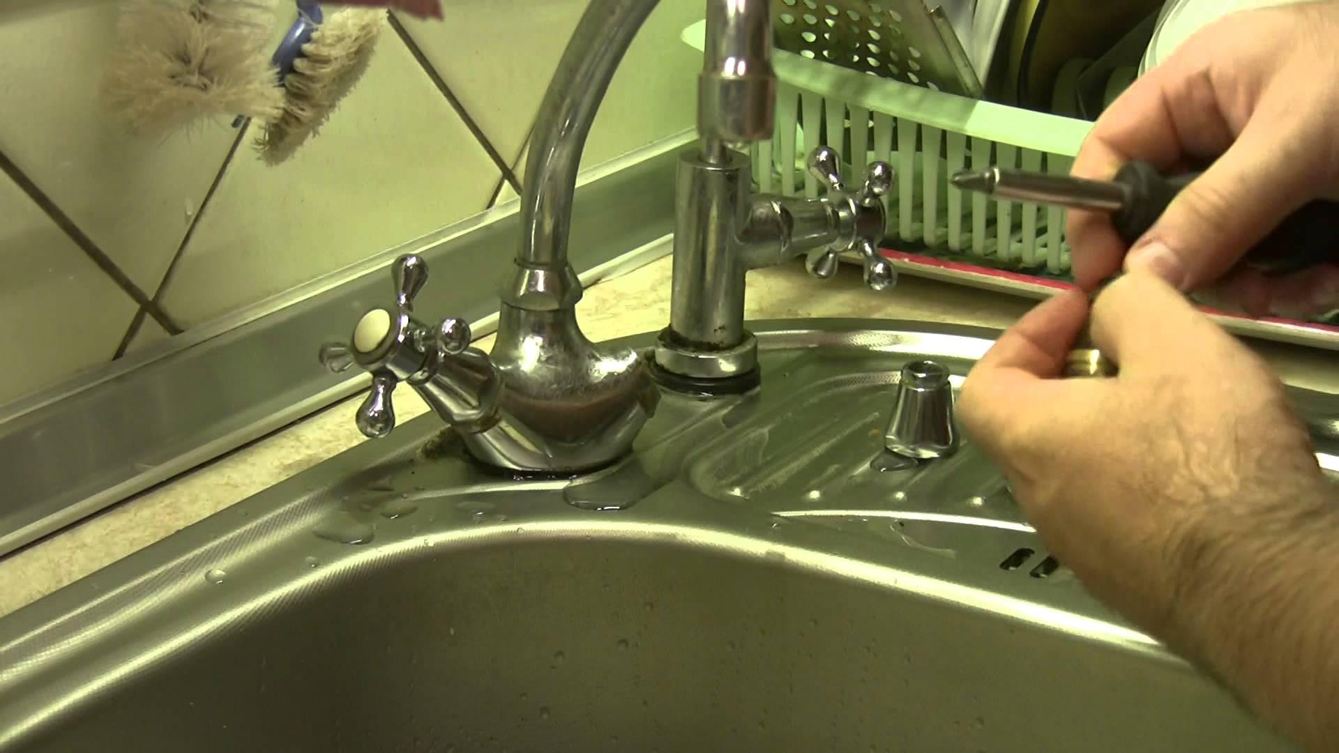Течет гусак смесителя в ванной: как починить своими руками