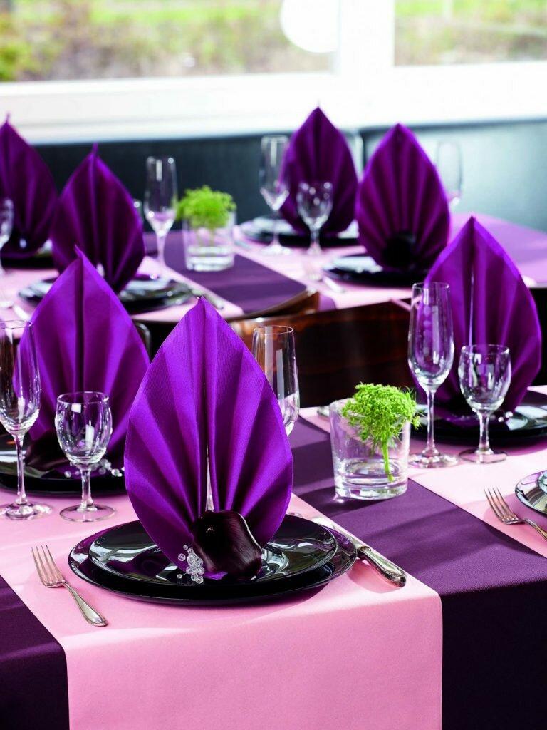 Как красиво сложить украшения из салфеток и оформить праздничный стол
