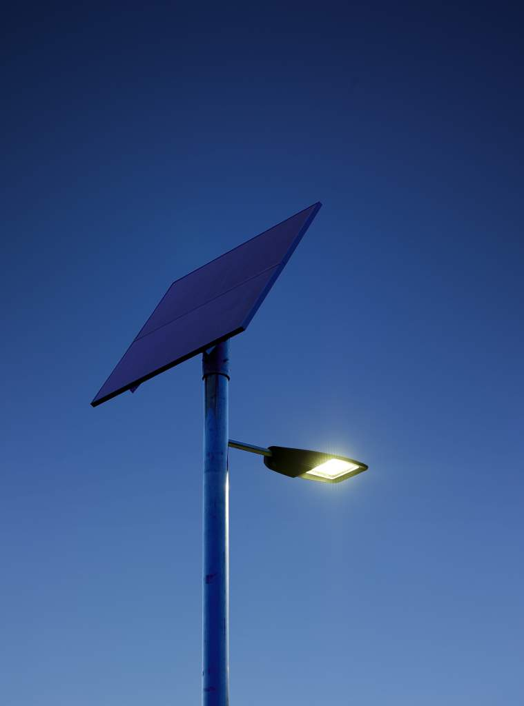 Выбираем садовый уличный светильник на солнечных батареях для дачи: разбираем подробно