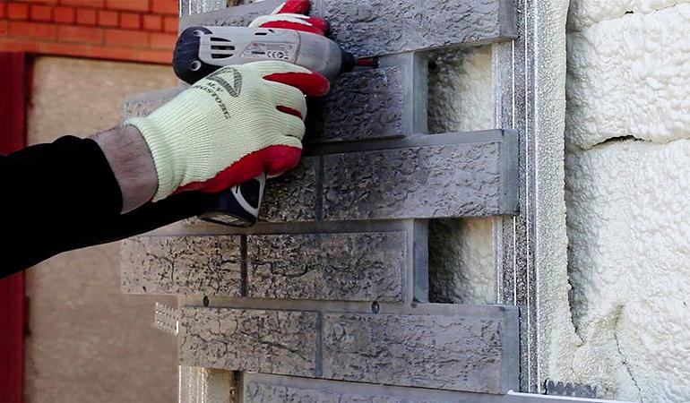 Что такое фасадные теплопанели, стоит ими обшивать дом?