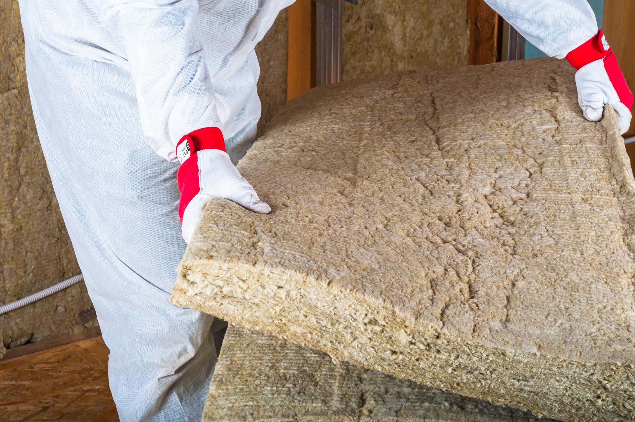 Рекомендации специалистов по работе с минераловатным утеплителем. резка минеральной ваты, чем и как резать минеральную вату в рулоне и плитах чем резать утеплитель из минеральной ваты
