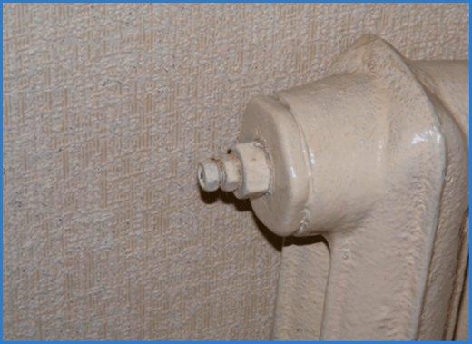 Как спустить воздух из радиатора отопления: инструкция, советы