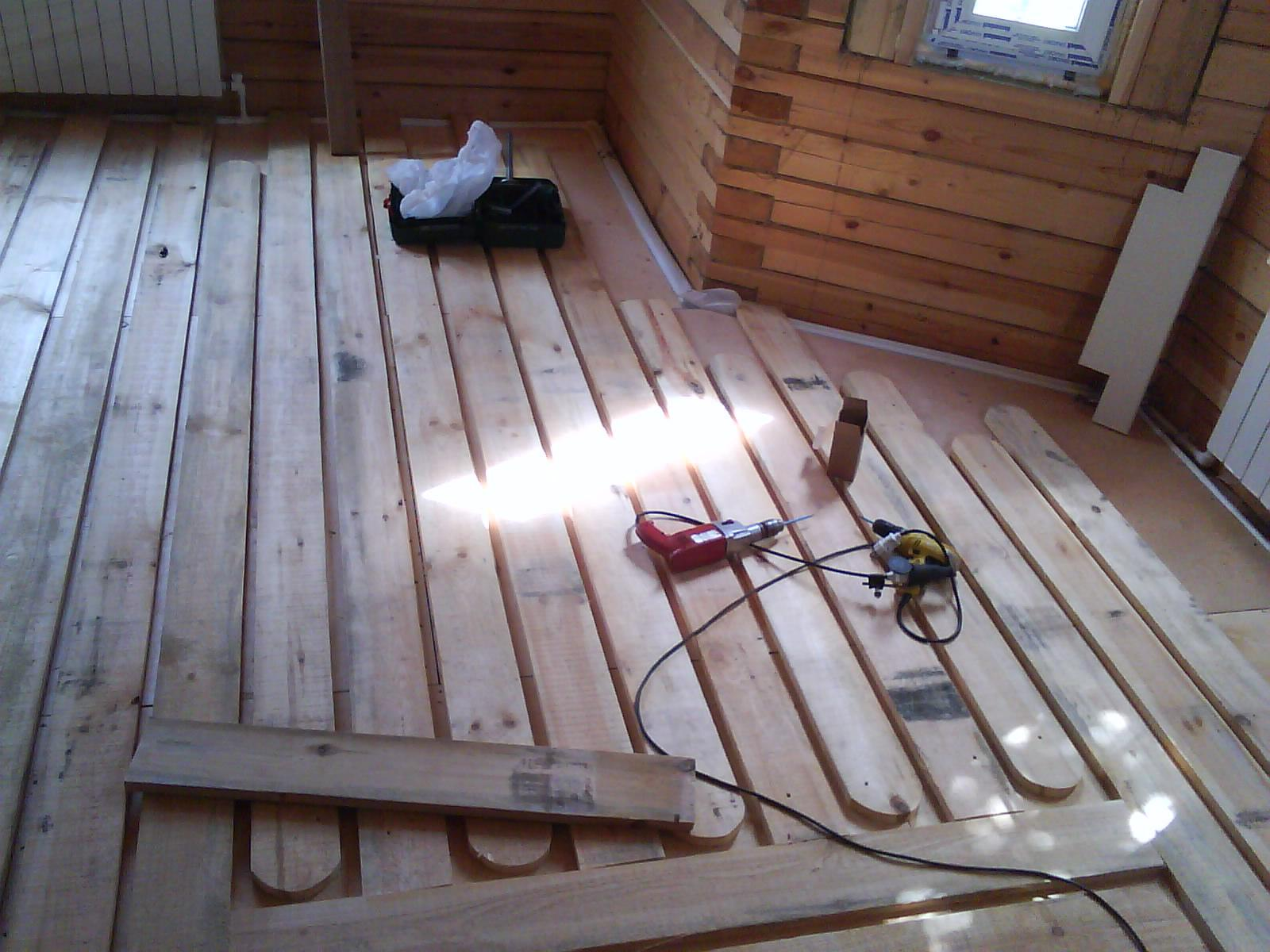 Теплый пол в деревянном доме: виды устройств, схема монтажа своими руками + фото