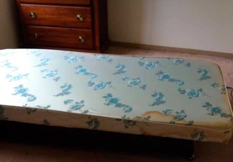 Чистка матраса в домашних условиях от пыли, запаха и пятен