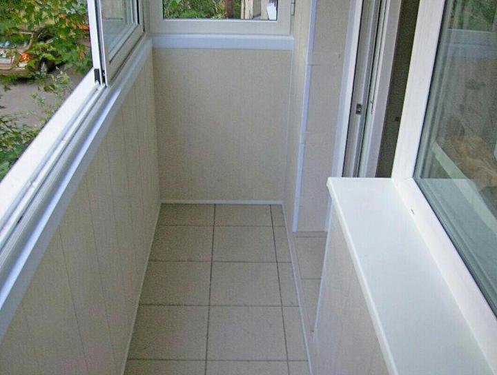 Отделка балкона пластиковыми панелями — внимание к каждой детали