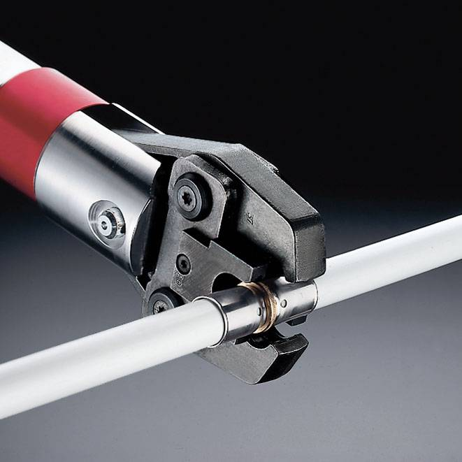 Как провести монтаж металлопластиковых труб своими руками: инструкция, правила