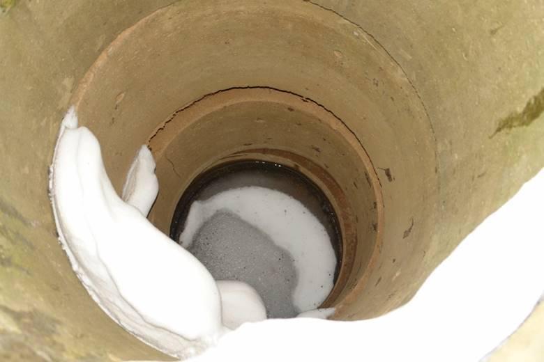 Как утеплить скважину на зиму своими руками?