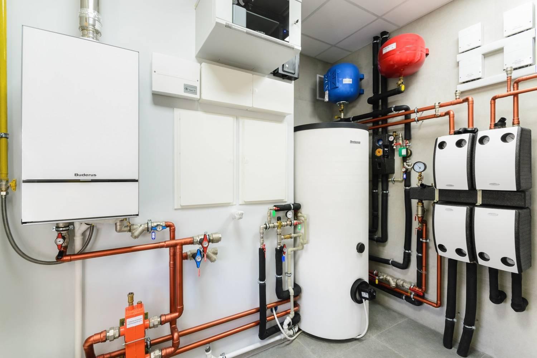Системы отопления загородных домов: способы обогрева и схемы систем