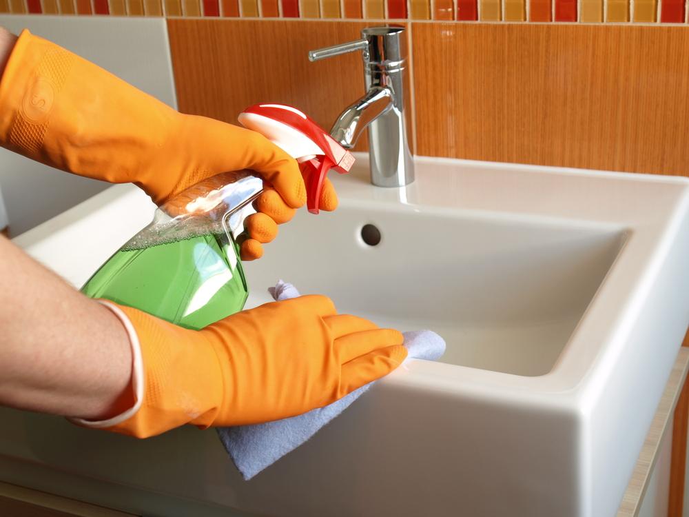 Чем отмыть раковину? 20 фото как почистить мойку из нержавейки и искусственного камня, как отчистить налет с керамической поверхности