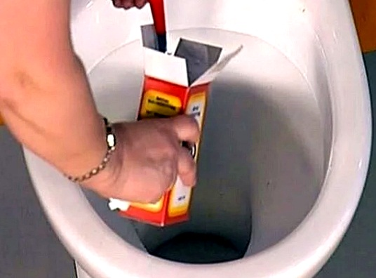 Как прочистить унитаз в домашних условиях при засоре