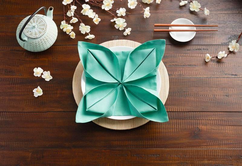 Как красиво сложить салфетки в стакан? 22 фото как можно свернуть бумажные салфетки для сервировки стола, как правильно складывать в салфетницу
