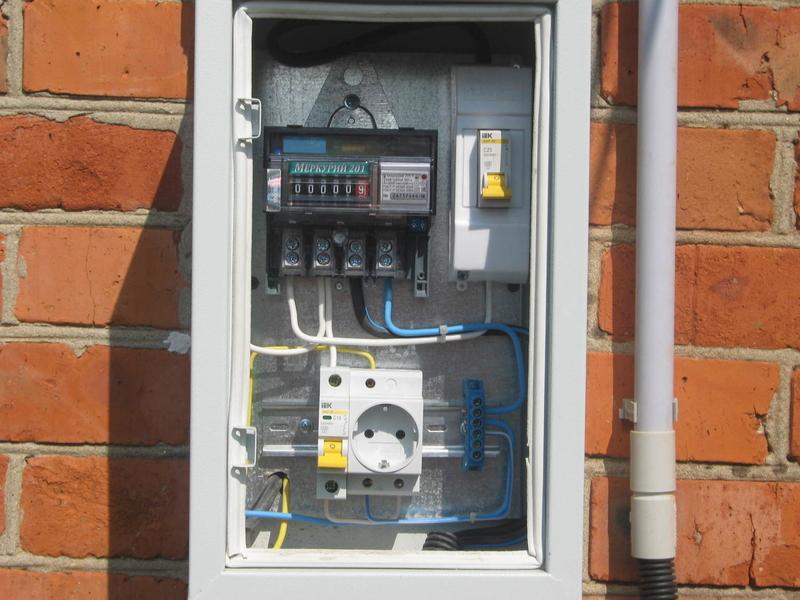 Установка электросчетчика в частном доме на улице (фото, видео)