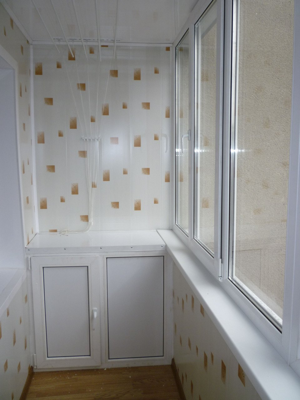 Обшивка балкона пластиковыми панелями: преимущества и качество