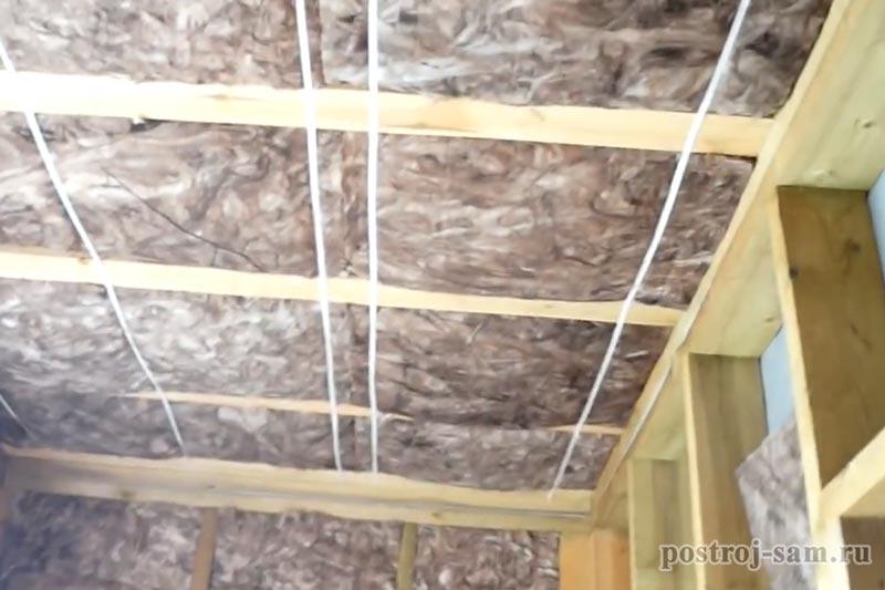 Утепление потолка в частном деревянном доме изнутри и снаружи: выбор лучшего материала и нюансы монтажа