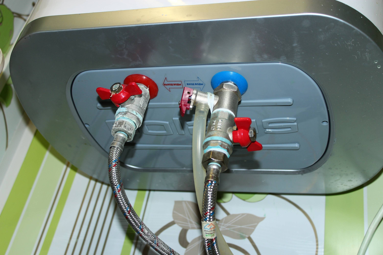 Как необходимо сливать воду с водонагревателя?