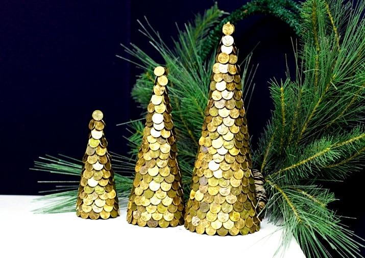 Новогодняя елка из подручных материалов своими руками