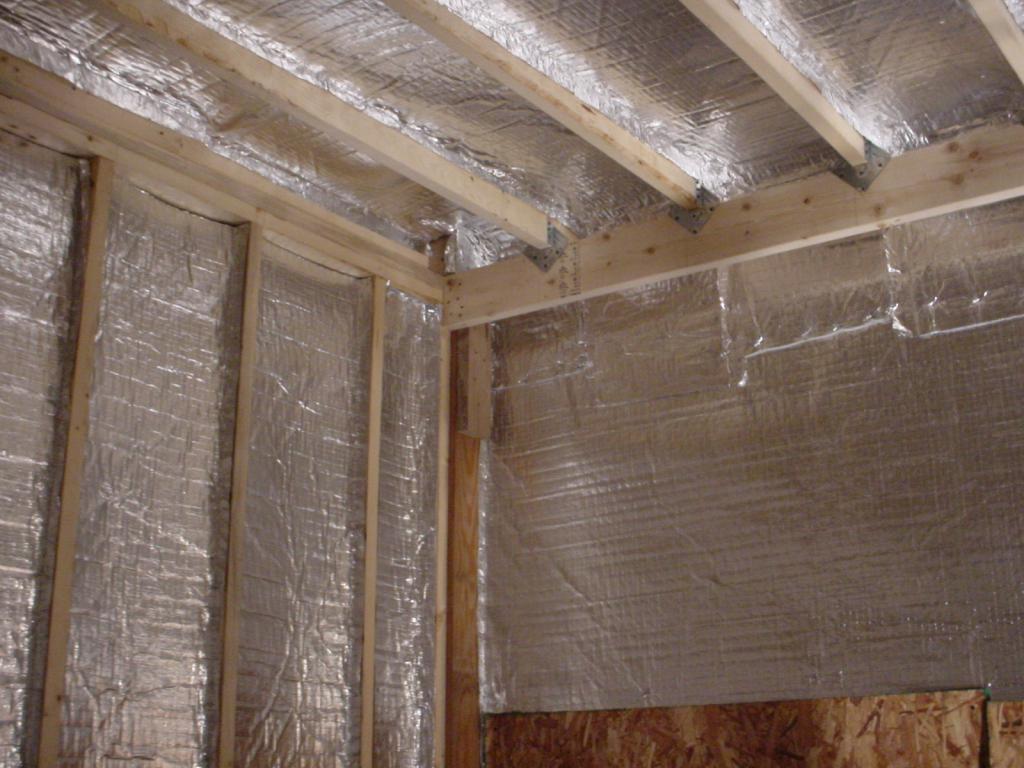 Монтаж фольгированного утеплителя на потолок, как крепить фольгированный утеплитель к потолку