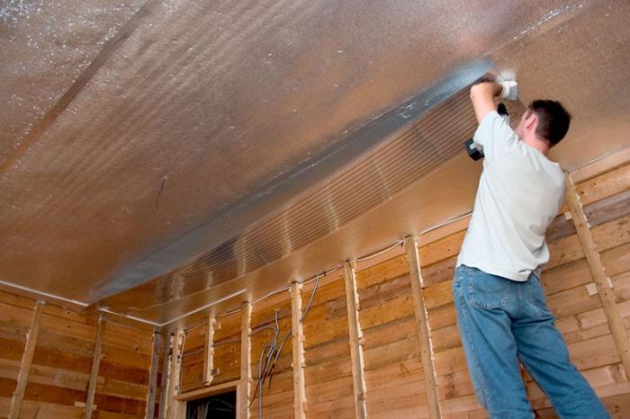 Фольгированный утеплитель для стен, как крепить к стене фольгированный утеплитель, характеристики метириала