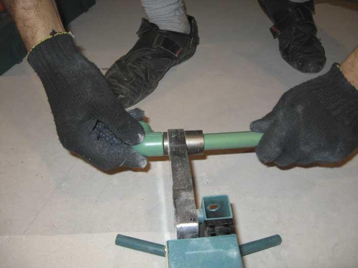 Как нужно паять пластиковые трубы - пошаговая инструкция
