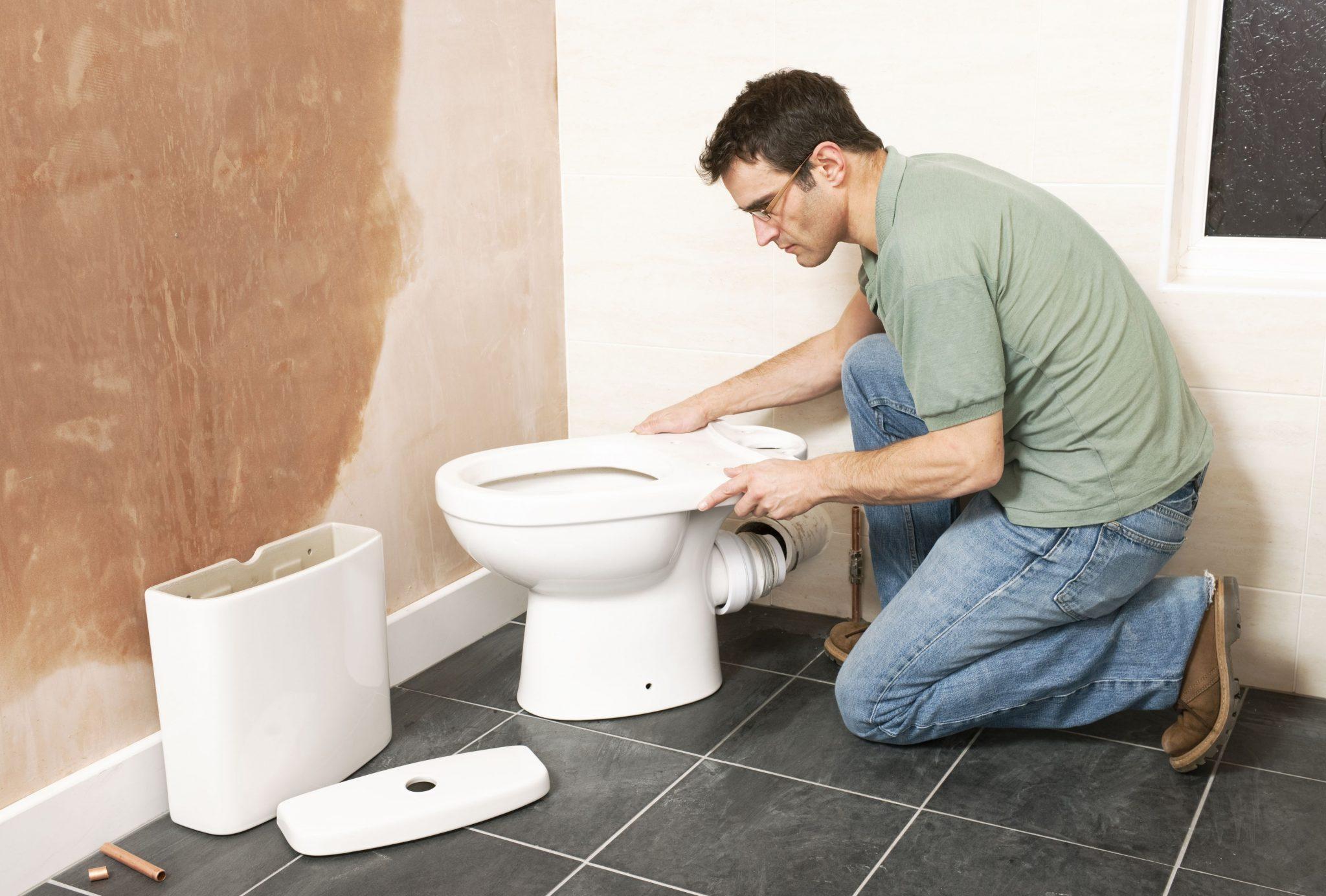 Как поменять гофру на унитазе: чем снять с прибора, замена своими руками, можно ли заменить самостоятельно, не снимая туалет