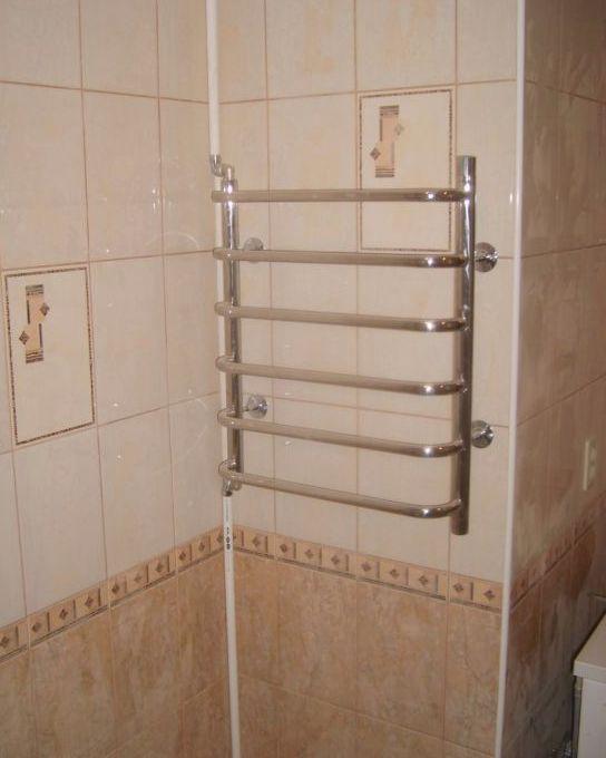 Перенос полотенцесушителя на другую стену: электрического, водяного, общие рекомендации.