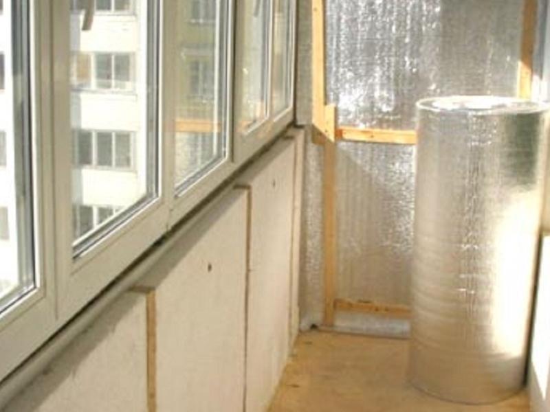 Своими руками: как утеплить балкон