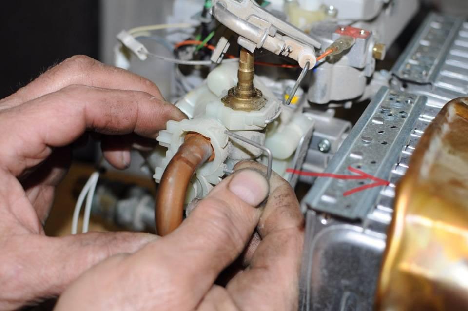 Чистка теплообменника газовой колонки от накипи